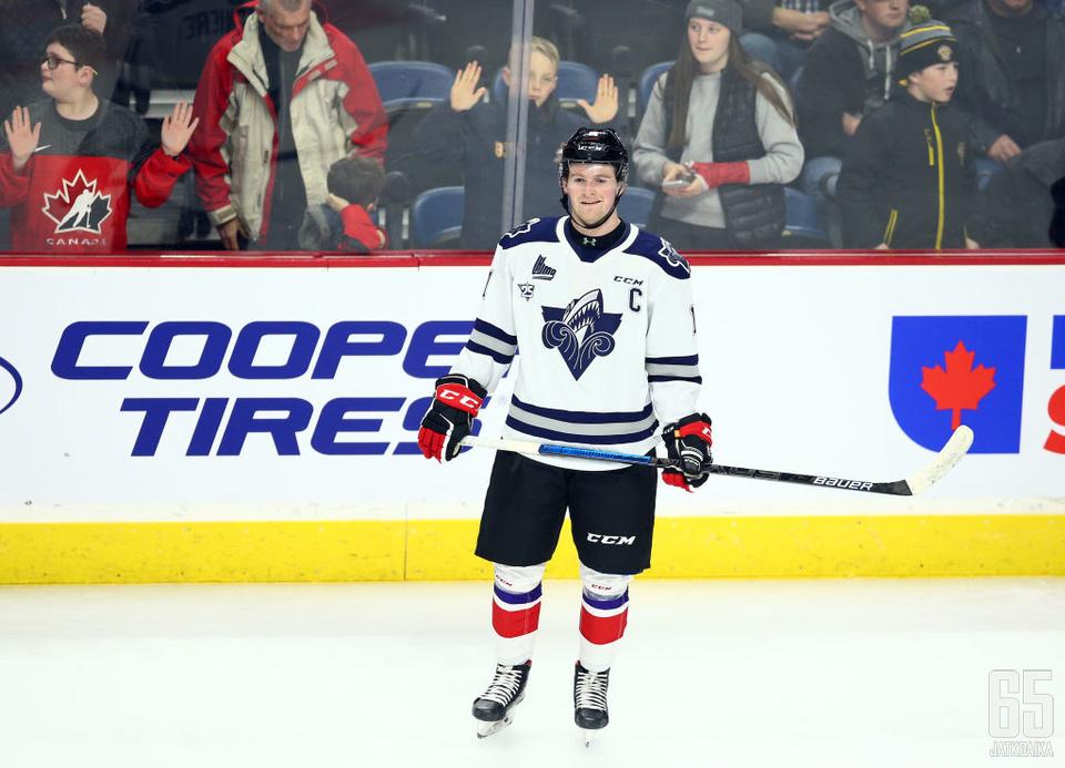 Alexis Lafrenière hyökkää tulevaisuudessa Rangersin paidassa.
