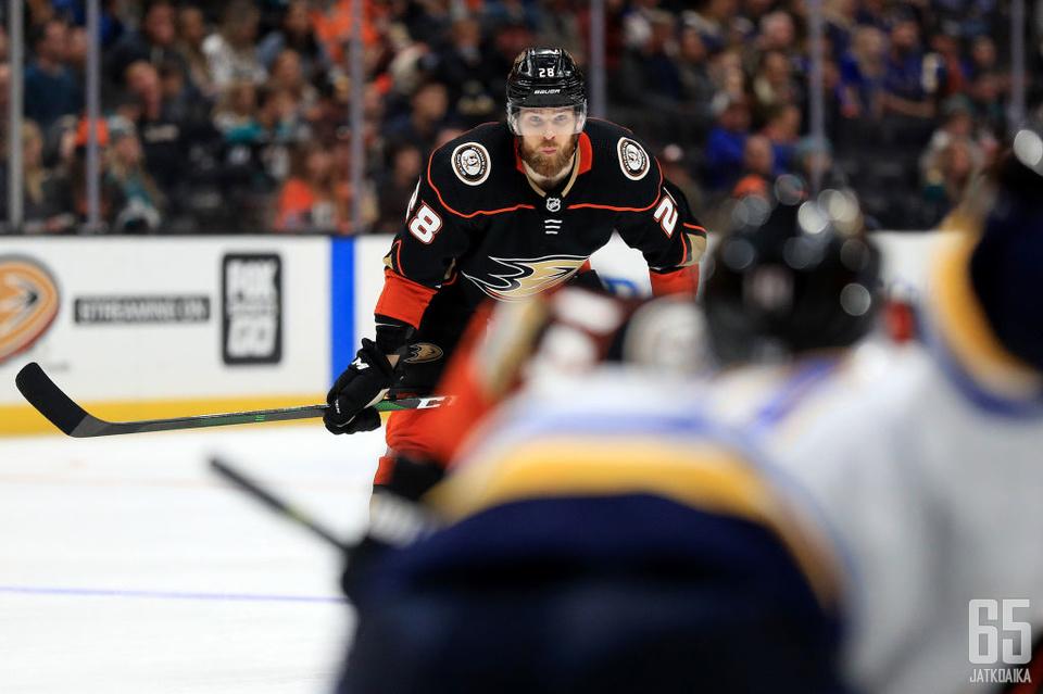 Hakanpää varattiin NHL:ään jo vuonna 2010, mutta debyytin aika oli vasta viime kaudella.