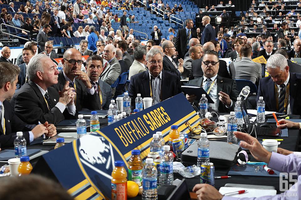 Buffalo Sabresin kykyjenetsintäosasto meni lähes kokonaan uusiksi.