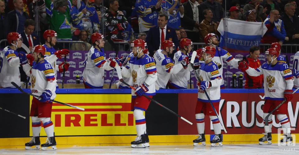 Venäjä paineli välieriin kolmen maalin voitolla.