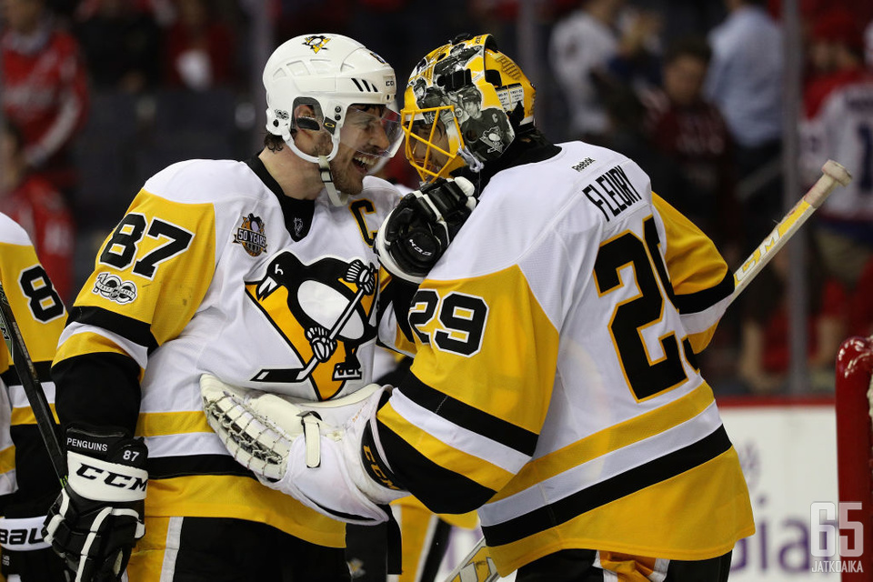 Marc-Andre Fleury sai kehut kapteeni Sidney Crosbylta.