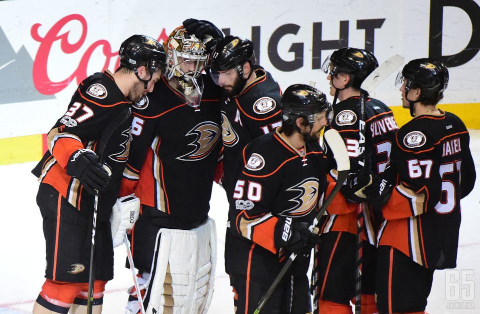 Ducks piti Predatorsin aisoissa ja tasasi sarjan.