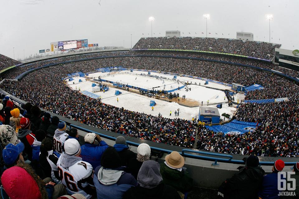 New Era Fieldillä pelattiin ensimmäinen NHL:n Winter Classic uudenvuodenpäivänä vuonna 2008.