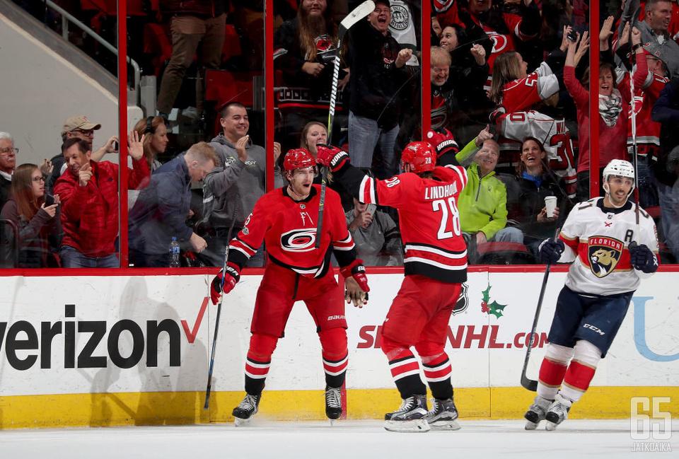 Hanifin ja Lindholm pelaavat jatkossa Calgary Flamesin väreissä.