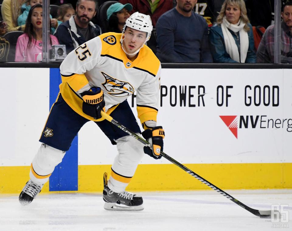 Aleksei Jemelinin ura jatkuu KHL:ssä.