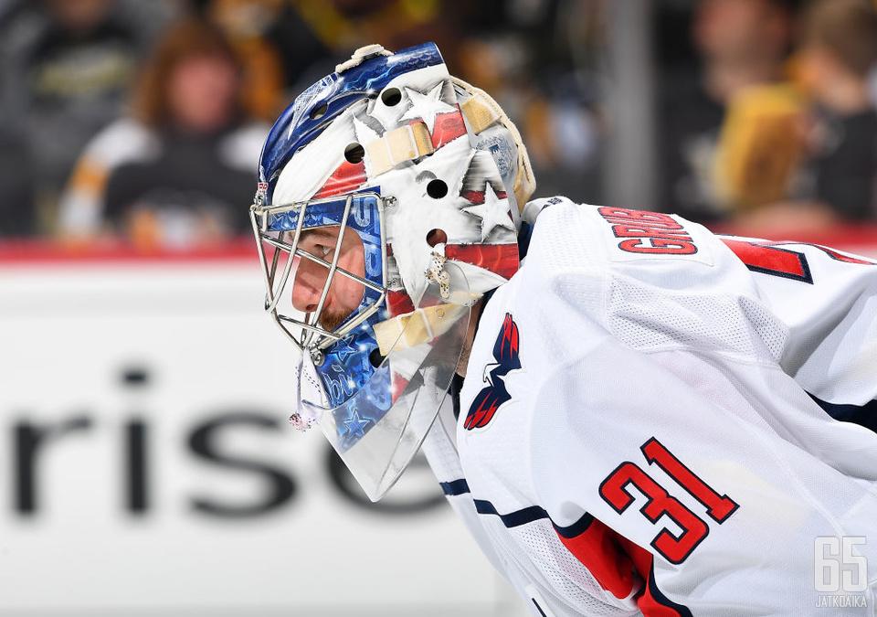 Grubauer on tähänastisen NHL-uransa aikana toiminut pääasiassa kakkosmaalivahtina.