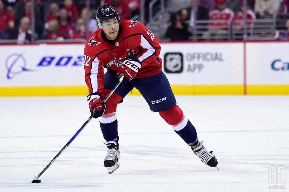 Bowey teki NHL-debyyttinsä viime syksynä.