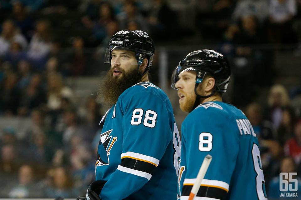 Brent Burns ja Joe Pavelski ovat Sharksin johtopelaajia.