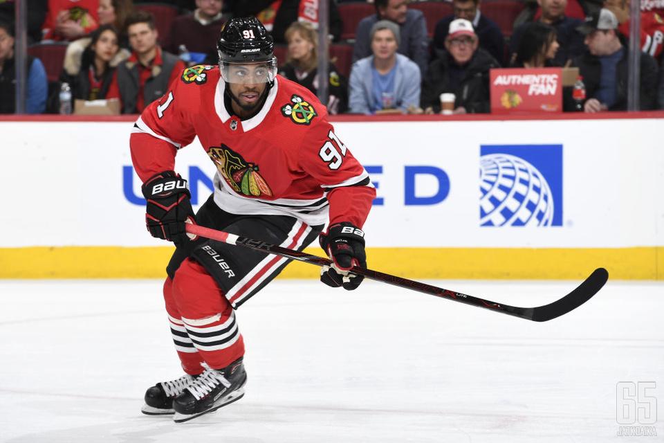 22-vuotias hyökkääjä pelasi viime kauden lopun Chicago Blackhawksissa.