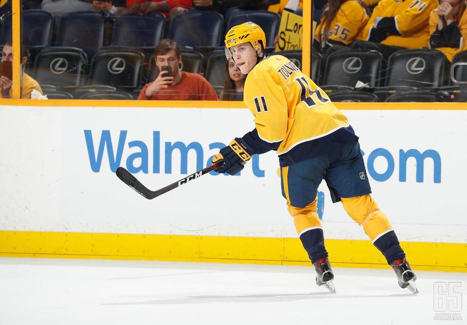Eeli Tolvanen tavoittelee tulevalla kaudella paikkaa Predatorsin NHL-miehistöstä.