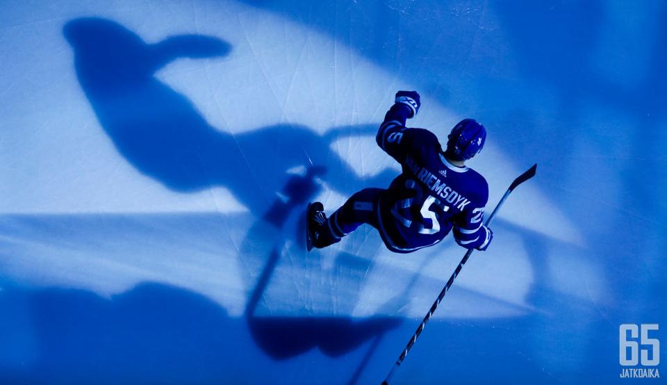James van Riemsdyk edusti Toronto Maple Leafsia kuuden kauden ajan.
