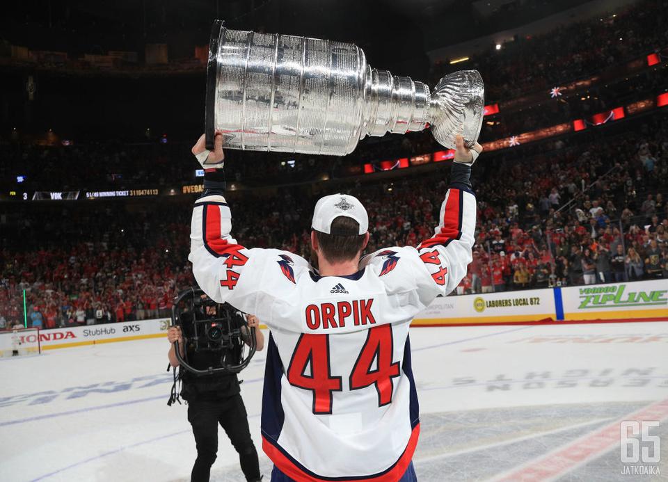Brooks Orpik voitti kahdesti Stanley Cupin.