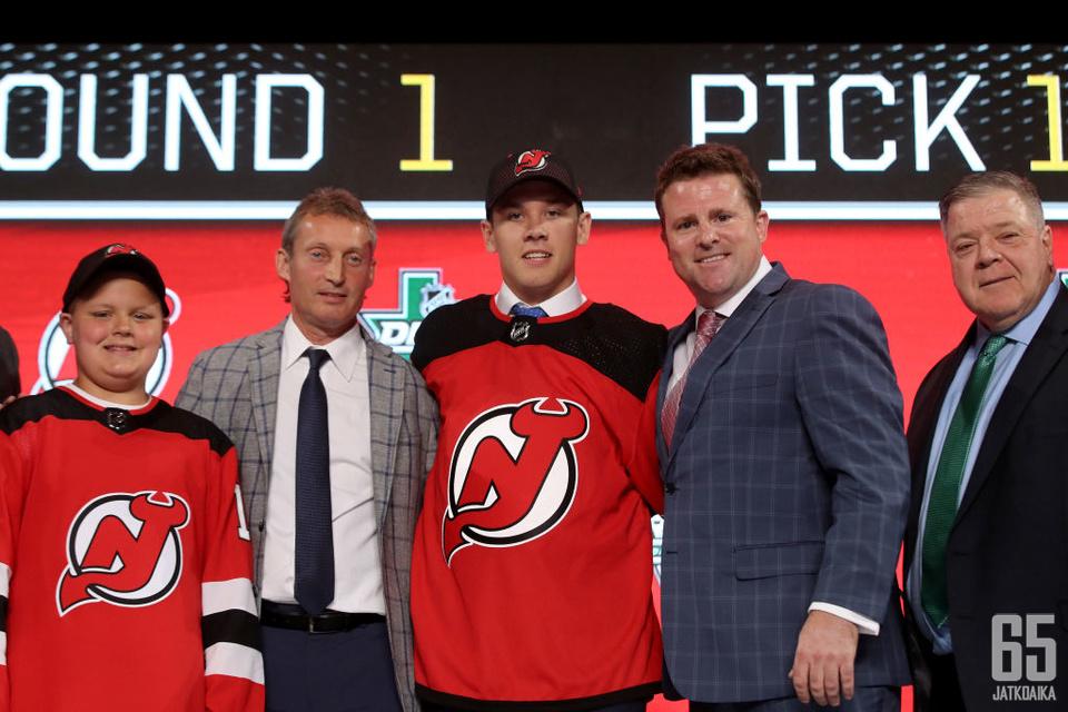 Devils varasi Ty Smithin kesän varaustilaisuuden 17. pelaajana.