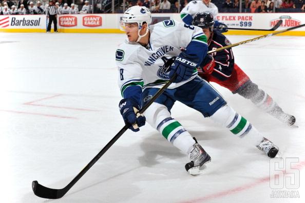 Chris Tanev jatkaa Canucksissa.