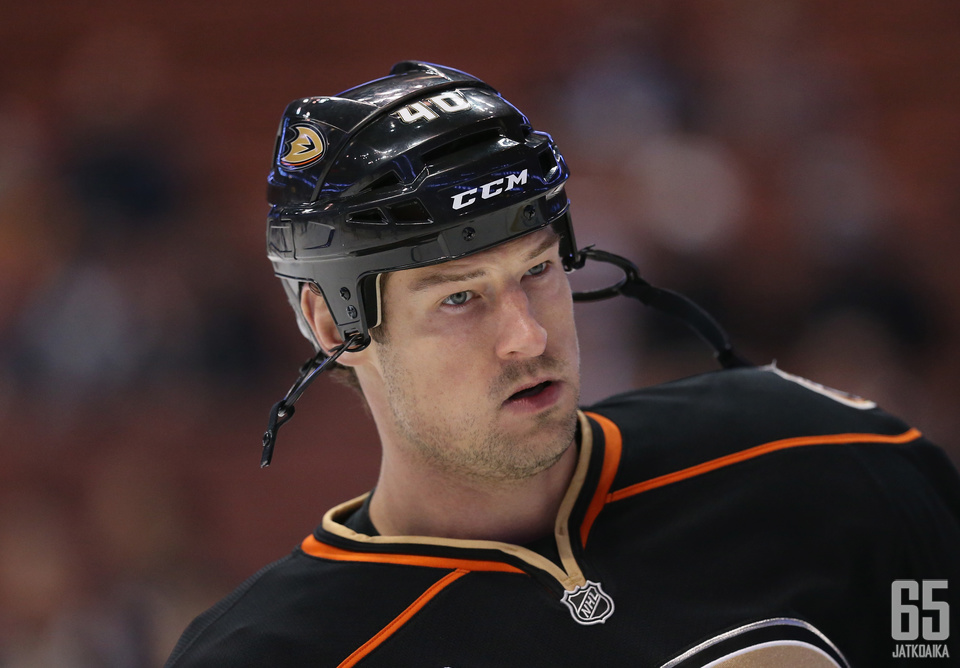 Nolan Yonkman edusti NHL:ssä viimeksi Ducksia.