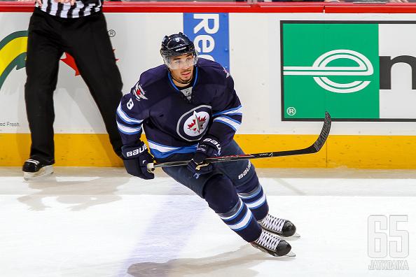 Kane kurvasi pois Winnipegistä.