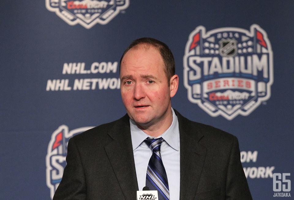Peter DeBoer on irtisanottu San Jose Sharksin päävalmentajan paikalta heikon urheilullisen menestyksen vuoksi.