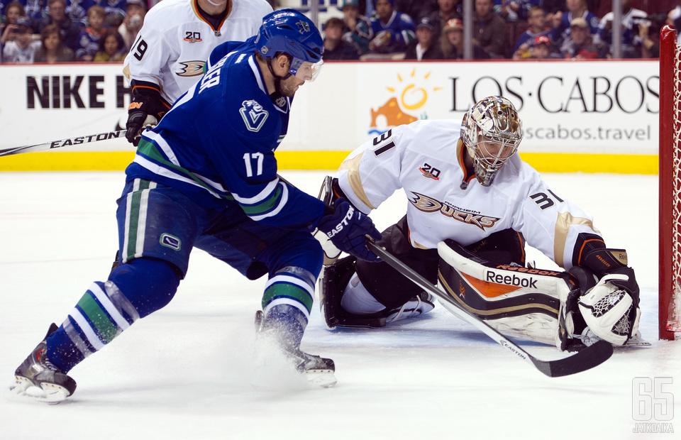 Ryan Keslerin paitaa kaunistaa jatkossa Ducks-logo.