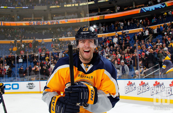 Ville Leinon pelit Sabresissa eivät sujuneet odotetusti, ja suomalaishyökkääjä kerää tilipussia Buffalo Sabresilta vielä kauden 2019-20 loppuun asti.