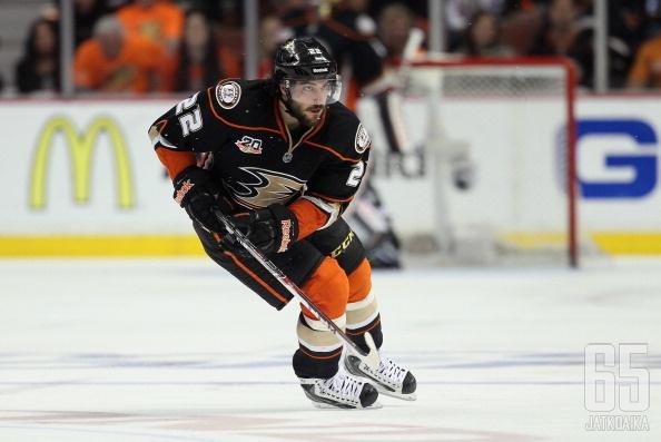 Perreault pelasi viime kaudella Ducksissa.