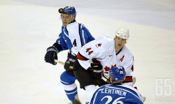 Kimmo Timonen kohtasi myös maajoukkueessa monia NHL:stä tuttuja pelaajia.