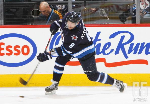Aleksandr Burmistrov pukee jälleen Winnipeg Jetsin peliasun.