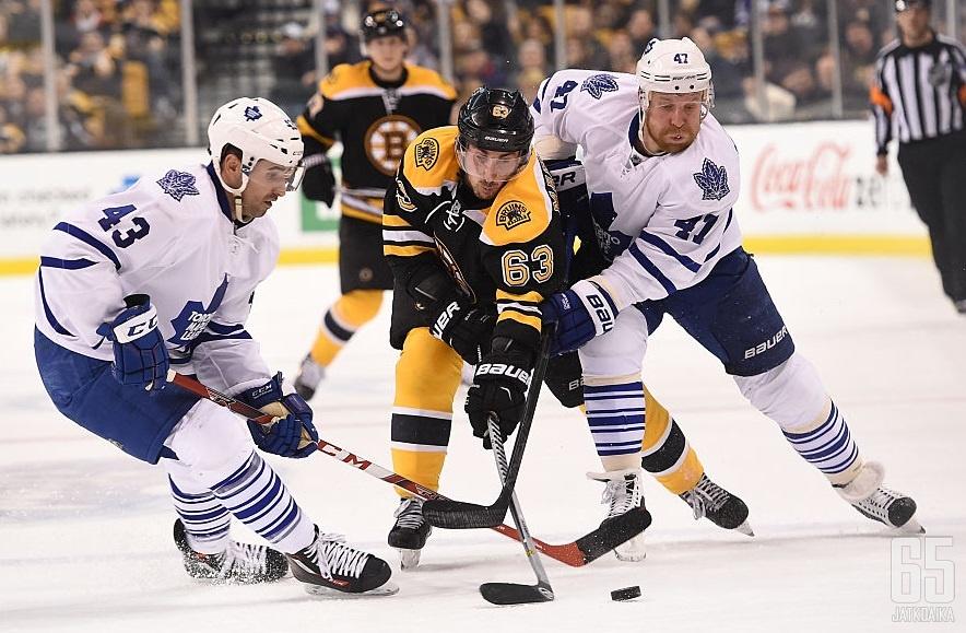 Brad Marchandin ja Leo Komarovin välinen läheisyys oli liikaa NHL:lle.