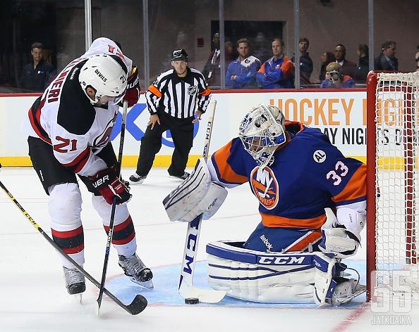 Christopher Gibson pääsee haistelemaan NHL-runkosarjan menoa.