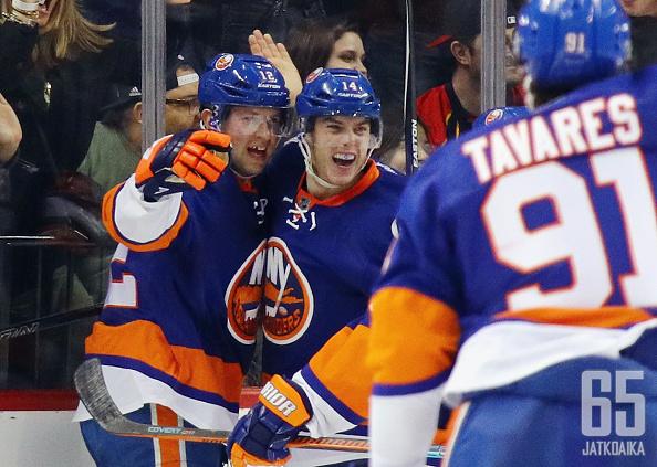 Islanders juhlii Josh Baileyn tasoitusmaalia.