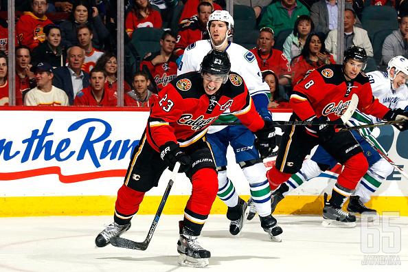 Monahan jatkaa pitkään Flamesissa.