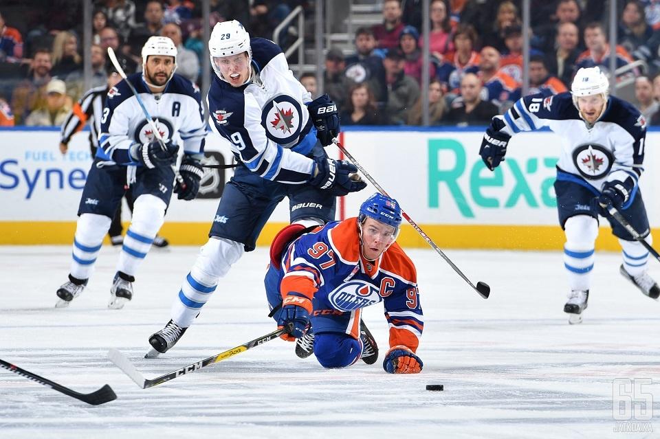 Connor McDavid ja Oilers yrittävät venyttää voittoputkeaan Patrik Laineen Jetsin kustannuksella.