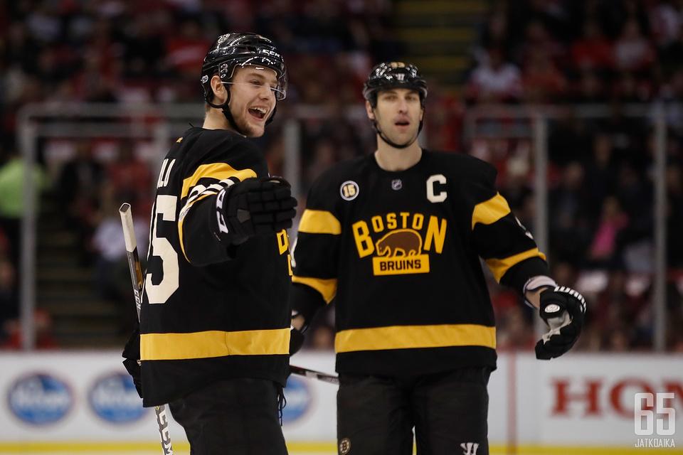 Carlo ja Zdeno Chara lukeutuvat Bruinsin järkäleisiin.