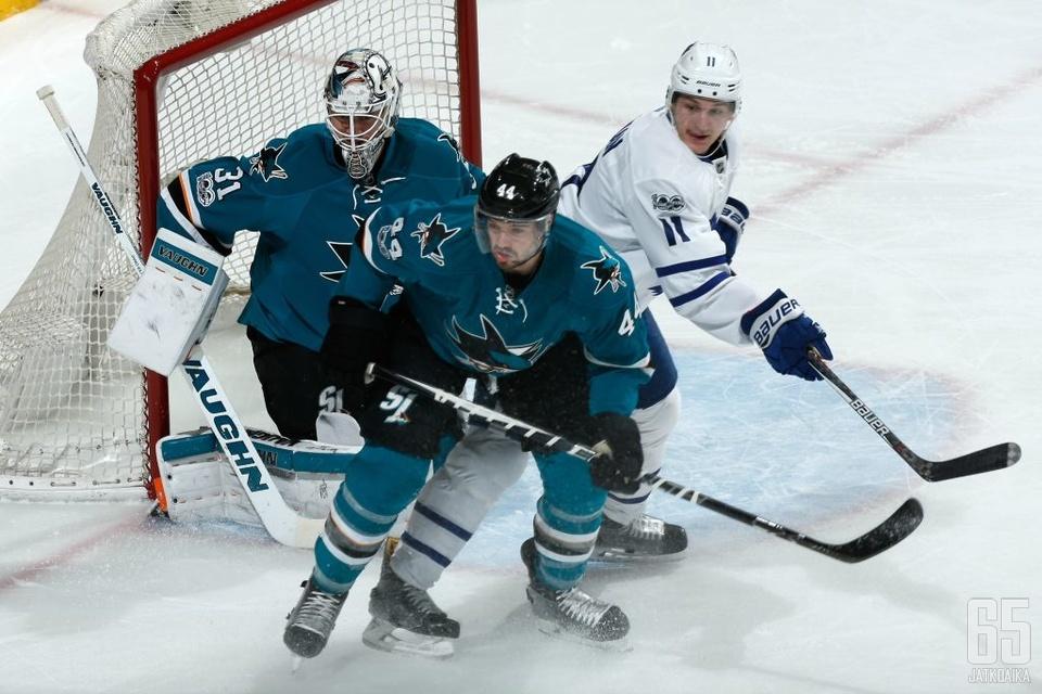 Jones ja Vlasic jatkavat Sharksin takalinjoilla pitkään.