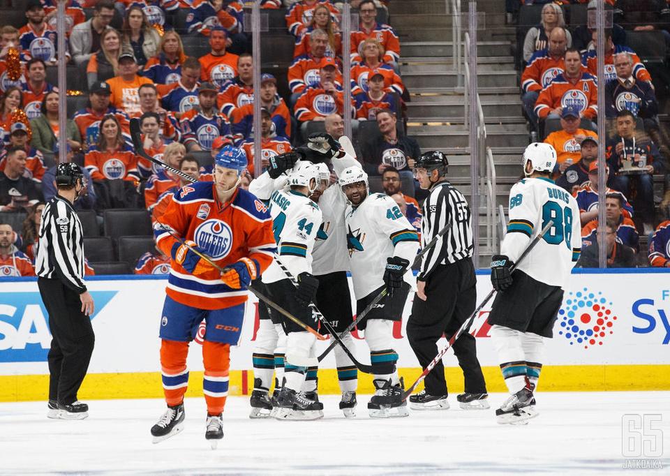 Sharksin pelaajat saivat juhlia Edmontonissa.