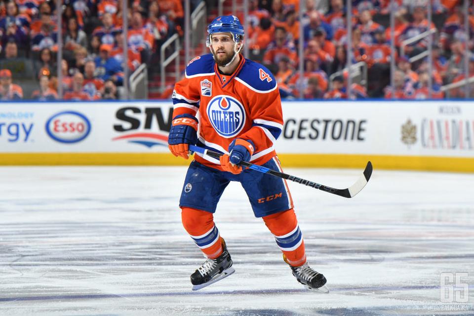 Kris Russell kuuluu jatkossakin Oilers-puolustuksen tukipilareihin.