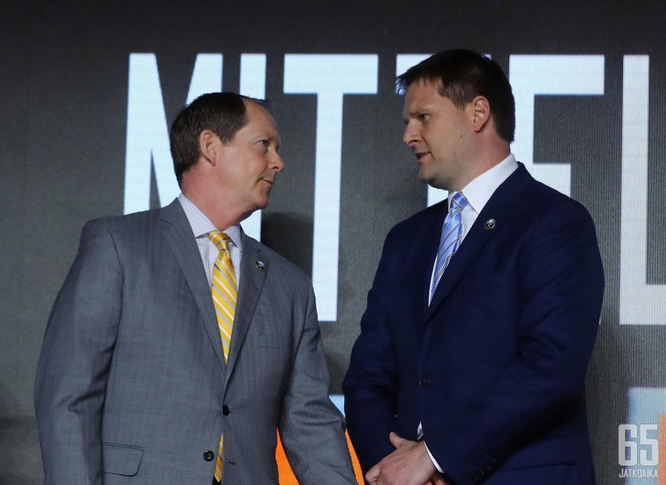 Jason Botterill (oikealla) oli Sabresin palkkalistoilla kolmatta kautta.