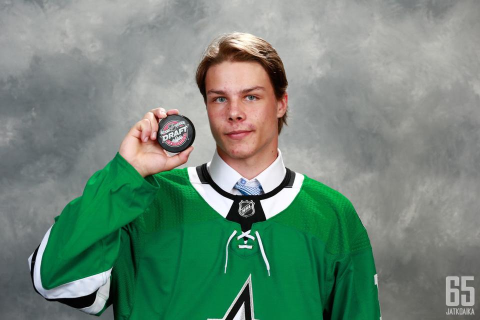 Miro Heiskanen lähtee tavoittelemaan paikkaa Dallas Starsin NHL-joukkueesta.