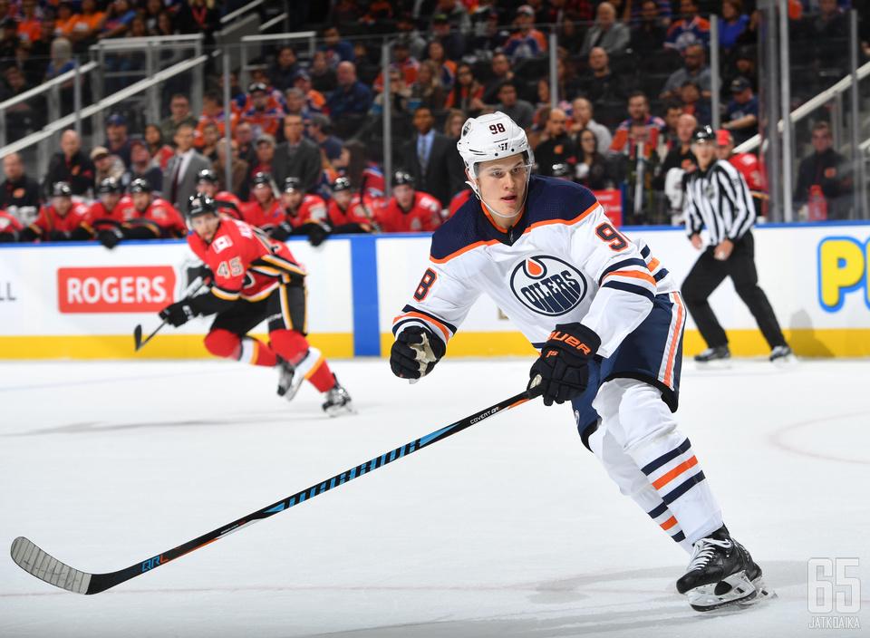 Puljujärvi ei pääse aloittamaan kautta Oilers-paidassa.