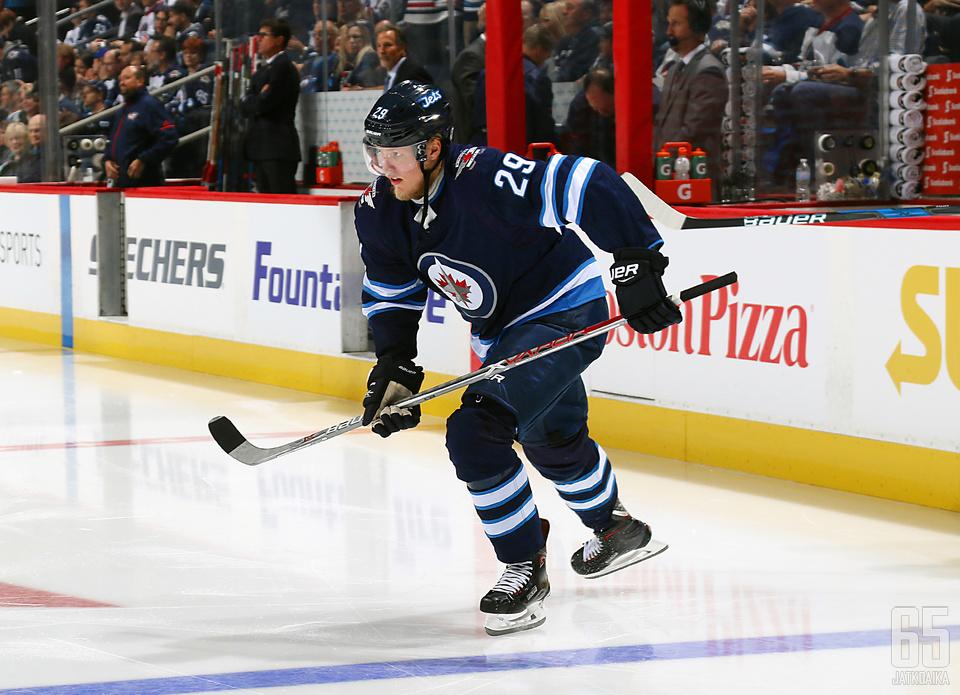 Patrik Laineen toinen NHL-kausi on käynnistynyt kankeasti.