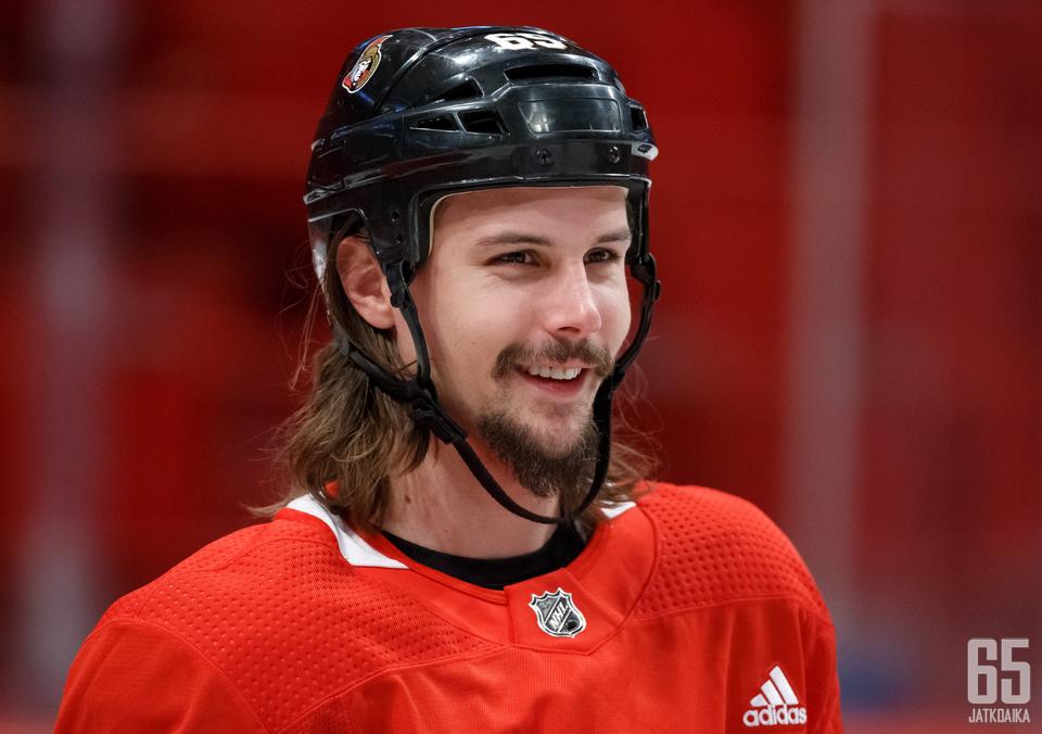Senators-kapteeni Erik Karlsson on tapahtuman suurimpia tähtiä.