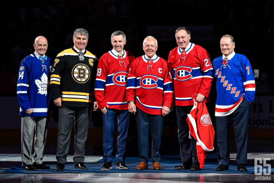NHL-legendoja juhlimassa liigan satavuotisjuhlissa.