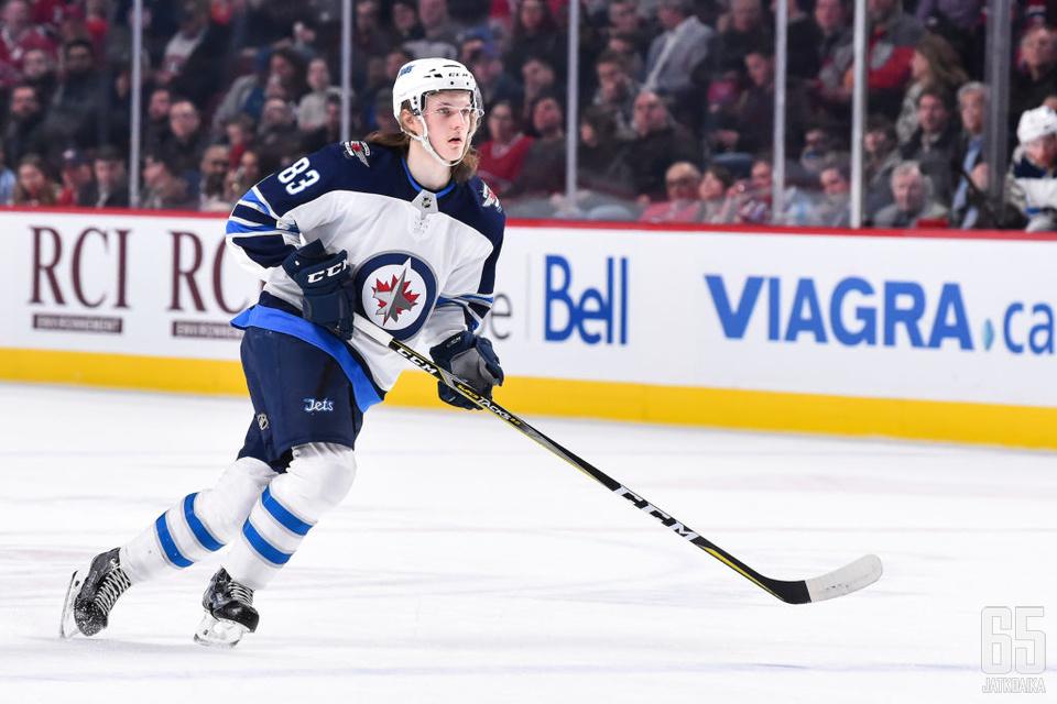 Niku pääsi debytoimaan NHL:ssä runkosarjan viimeisellä viikolla.