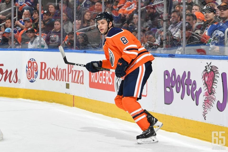 Rattie esiintyi kuluneella kaudella myös Oilersissa.