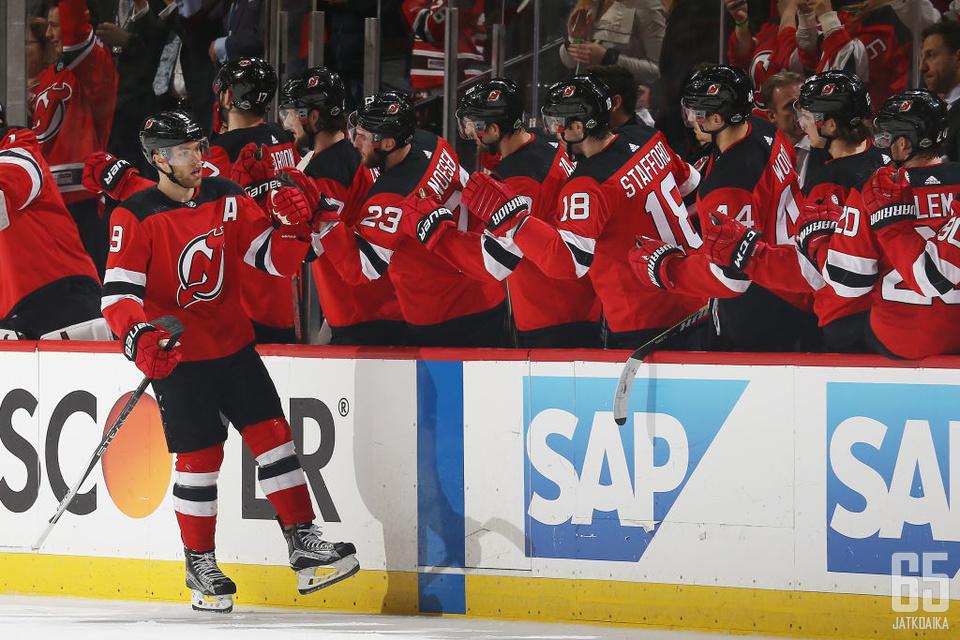 New Jersey Devils oli yksi voittoa juhlineista kotijoukkueista.