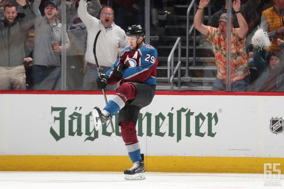 Nathan MacKinnon nousi sankariksi, kun Avalanche tarvitsi voittoa.