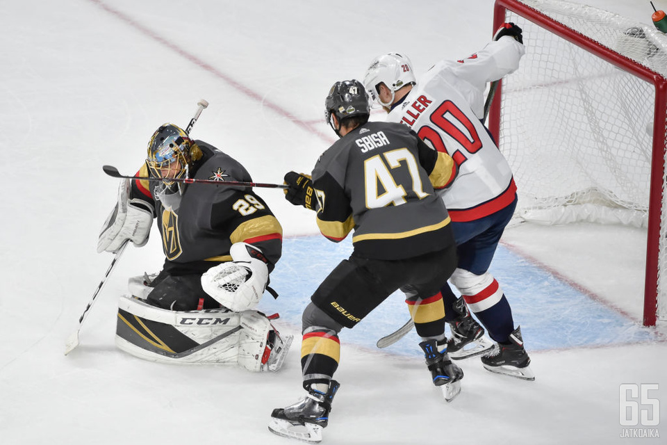Lars Eller teki Stanley Cupin ratkaisseen maalin vain viisi sekuntia Luca Sbisan kiekonmenetyksen jälkeen.