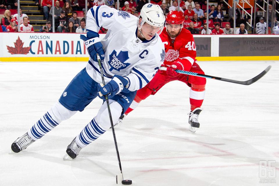 Dion Phaneuf siirtyy Ottawa Senatorsiin.