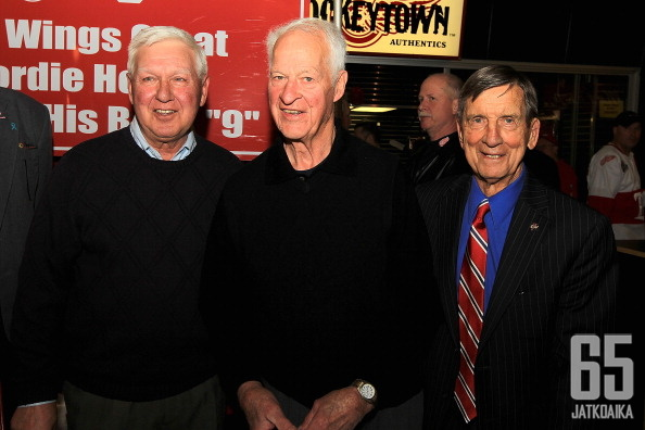 Alex Delvecchio, Gordie Howe ja Ted Lindsay, Red Wings -legendat.