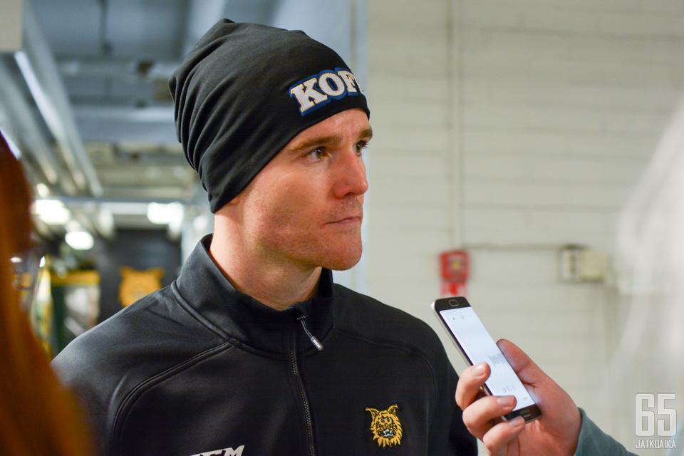 Mark Flood sai alleen hyvän ensimmäisen Liiga-ottelun.