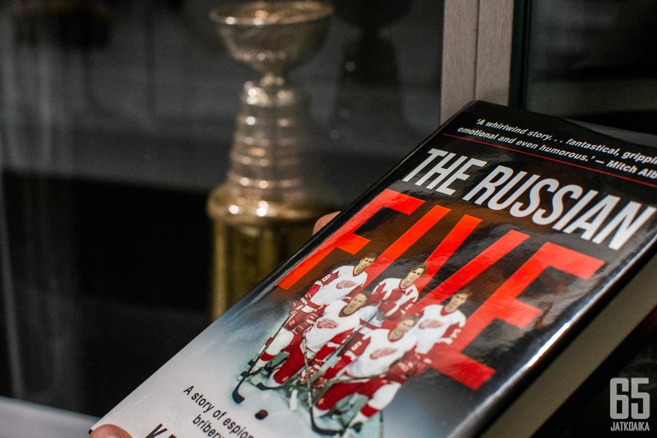 Venäläispelaajat olivat merkittävässä roolissa, kun Red Wings voitti Stanley Cupin 42 vuoden tauon jälkeen keväällä 1997. Kuva otettu Suomen Jääkiekkomuseon tiloissa.